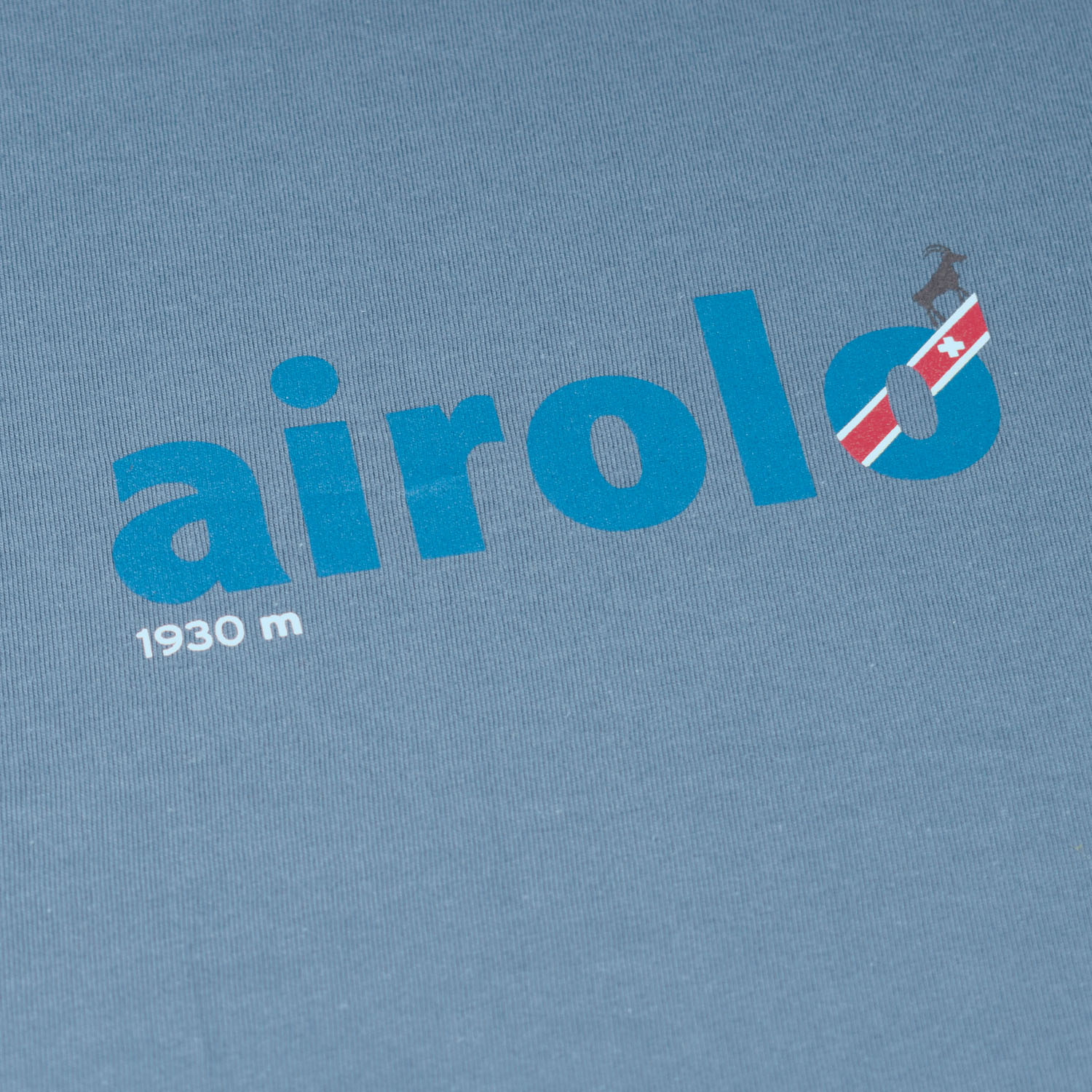 T-lab Airolo t-shirt blue closeup